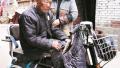 洛阳市涧西区老人在孟津县迷路 多亏爱心胸牌助他回家