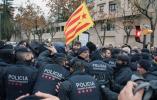 西班牙政府强搬加泰44件珍贵文物 警民冲突对峙8小时