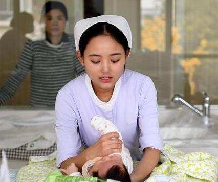小护士有爱心