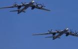 俄军图-95在日本周边空中巡逻 苏-35全程护航