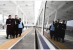 """从绿皮车到复兴号 """"双城生活""""见证高铁上的中国"""