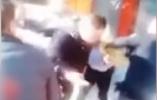 哈尔滨一女店主追打辱骂警察:我用钱能买你命