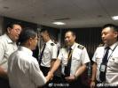 【组图】川航备降机组亮相英雄机长首次面对镜头