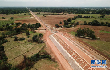 Chinese engineering firm completes main construction work of Laos' longest bridge