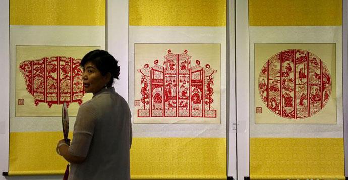 240余幅农民画和剪纸荟萃新疆当代美术馆
