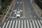 杭州首辆无人驾驶试验车获准上牌 正进行上路测试