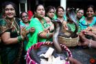 """印度""""蛇节""""供奉眼镜蛇求祝福"""