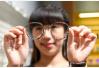 开学在即家长忙为学生配眼镜 临沂店家打折促销忙