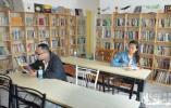 """廊坊:八旬老人藏书4000余本 自办""""共享图书馆"""""""
