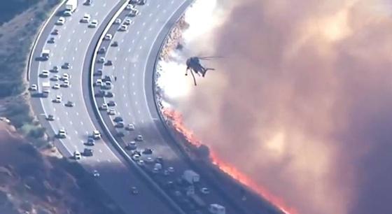 """加州山火蔓延 美国惊现""""死亡公路"""""""
