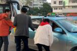 """为城市挑刺丨出租车挑客 """"黑摩的""""盘踞 浙医一院门口交通乱象何解?"""