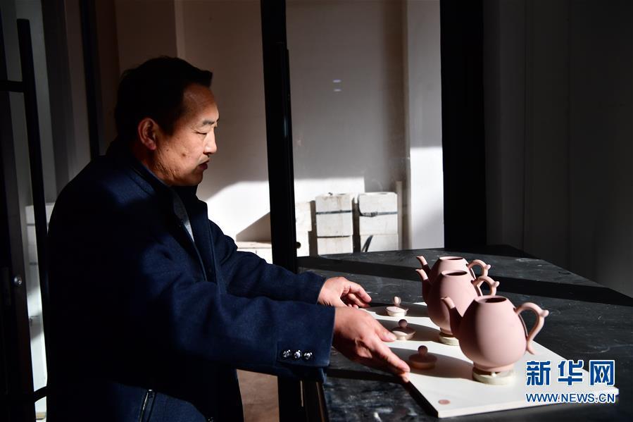 (文化)(4)河南汝州:汝瓷车间生产忙