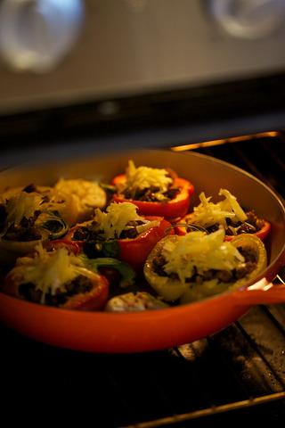 黑醋蘑菇和意式香肠填彩椒的做法步骤:8