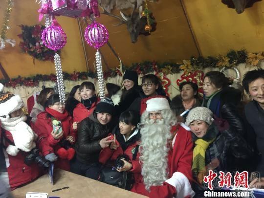 """芬兰""""圣诞老人""""连续三年平安夜空降""""中国冷极"""""""