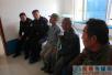 东洲公安分局预审大队民警再忙也坚持关爱老人 重阳节去敬老院陪老人过节