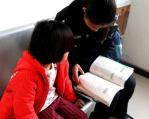 """母亲被强制戒毒 郑州7岁女孩被父亲丢到公安局""""要妈妈"""""""