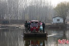 摆渡人:一会儿在北京一会儿在河北