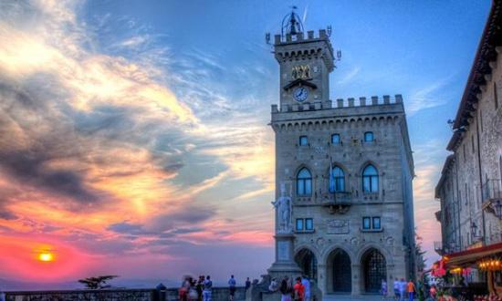 飞机 圣马力诺/圣马力诺人口只有27336人,90%为意大利人。总面积61.2平方...