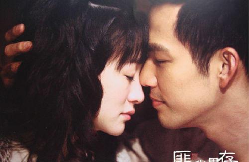 年青情侣地铁里恩爱秀一直 一起拥吻5个站 别再说你爱好我了,其实你什么都没做