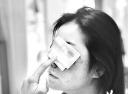 施工未封闭致女子摔断鼻梁骨 园林部门:施工方没经验