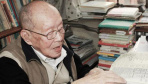 """他每天都要读几份报纸 他的去世今天成了""""新闻"""""""
