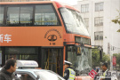 男子骑车撞公交身亡