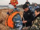 两游客被困礁石 连云港籍海军军官跳海救人后累晕