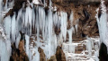焦作市云台山冰挂覆盖山体 带你穿越水晶宫