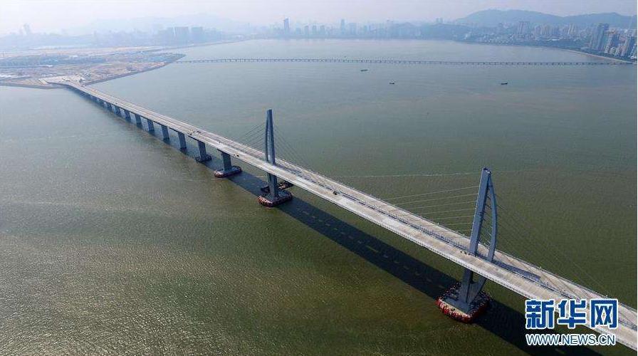 线上赌博技巧:120年减震设计托起世界奇迹 港珠澳大桥:落差近百米如在平地飞