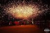 1600℃打造的绚烂星空,感受亿万花火划过天际的震撼!