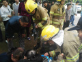 3岁幼童手指被卡入共享单车链条内 消防员用钳子剪断链条救出