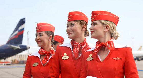 俄航空公司发布新乘务员制服