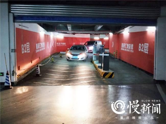 不服来战!重庆再现神级停车库 要停车先转6圈