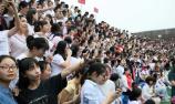 2000多师生拍超级毕业照