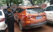 郑州街头6辆车玻璃被砸