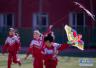 济南老人10年做出上千塑料风筝