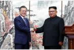 """文在寅离开宾馆前往""""白头山"""" 朝鲜民众举花欢送"""