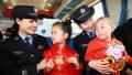 郑州铁警护航春运 温暖?#27599;?#22238;家路