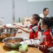 中小学幼儿园用餐陪餐制