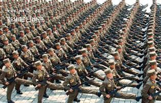 朝鲜鹅式步伐视频_盘点各国阅兵正步:中国威武潇洒 朝鲜鹅式步伐-中国搜索头条