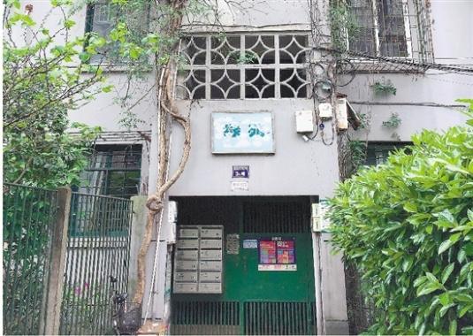 老楼难加电梯?杭州仓基新村的简易电梯运行5年了!