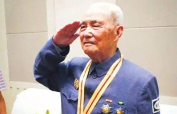 第一车第一排第一座!苏州受阅老兵陈廷儒逝世 享年104岁