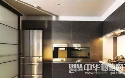 镶嵌式的厨房电器,让橱柜的整体感更加强烈.图片
