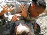 美国西点军校彪悍女学员参加肉搏格斗训练