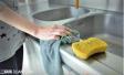 预防食物中毒 谨记一点:厨房小角落记着常消毒