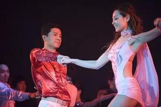 董明珠王健林唱歌,马云还变魔术演小品 这场秀比春晚好看
