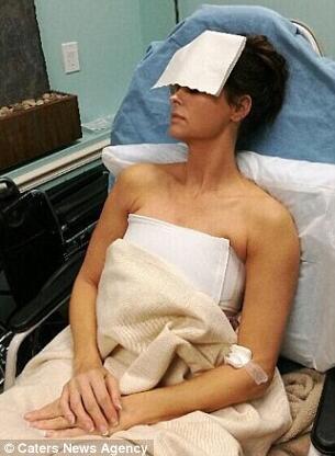《花花公子》女模特隆胸20年 并发症发作险些死亡