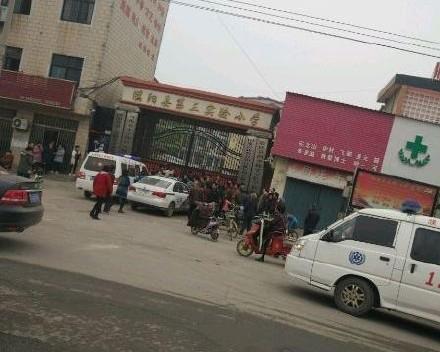 河南濮阳一小学发生踩踏事故 致2死20余学生受伤