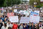 美国爆发反种族主义游行