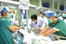 感动!平湖医生6根肋骨折断 只为用身体护住病人担架